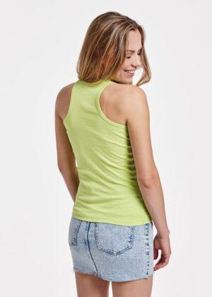 Disfruta del deporte con la máxima libertad gracias a la camiseta de tirantes Carolina. Con la espalda estilo nadadora, disponible en 7 colores y de algodón 100%.