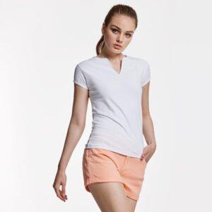 El cuello en V es más tendencia que nunca. La camiseta de semi-manga Belice cuenta cuenta con un corte entallado ideal para combinar con situaciones sport o casual.