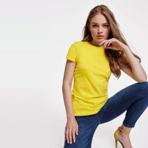 Pensada para tu día a día, la camiseta CAPRI está disponible en una gran variedad de colores para que la puedas combinar fácilmente.