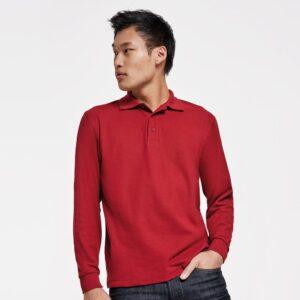 Un esencial en cualquier armario de hombre. Carpe es un elegante polo para hombre que presenta el clásico cuello con botones. Una combinación perfecta para tus looks diarios.